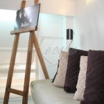 leoque-easel-natural-finish