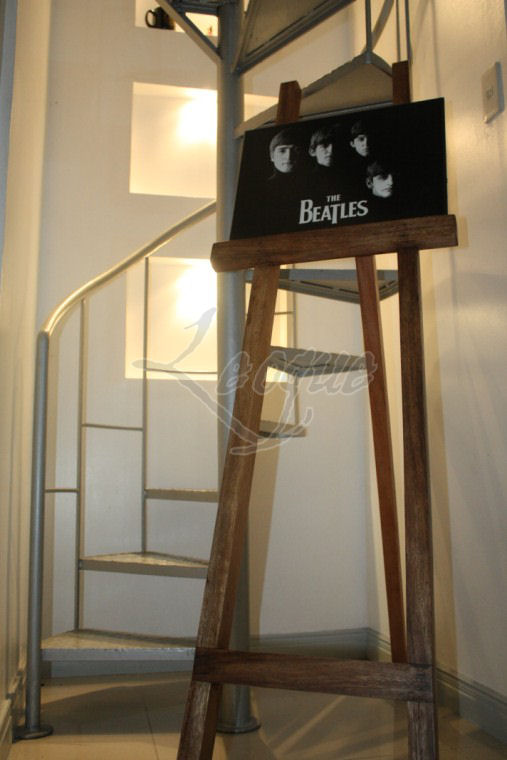Easel For Rent Leoque Collection One Look One