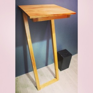 healthy-laptop-table