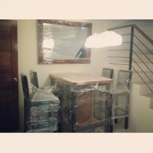 Fully upholstered sofa set